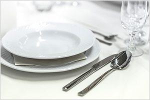 Kolumne: Digitaler Anstand auf weiss gedeckten Tischen