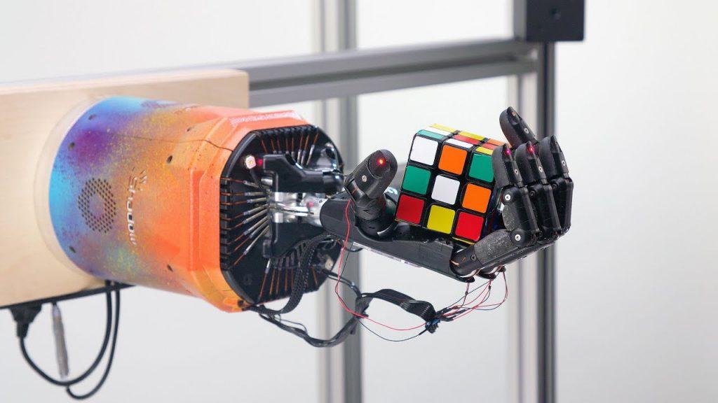 Roboter löst Rubik's Cube ohne menschliche Hilfe