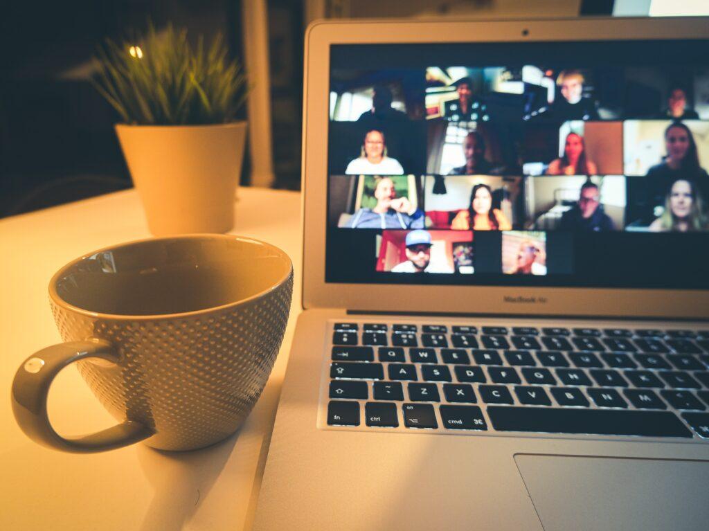 Soziale Kontakte in einer virtuellen Welt knüpfen